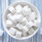 Casser du sucre sur le dos de quelqu'un